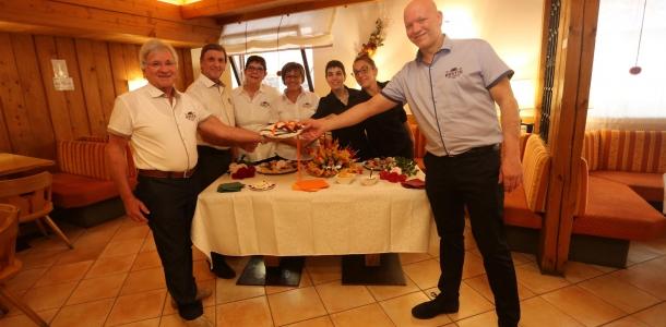 Pinzolo, al Rustik nuova gestione con Claudio, Roberta e Alba