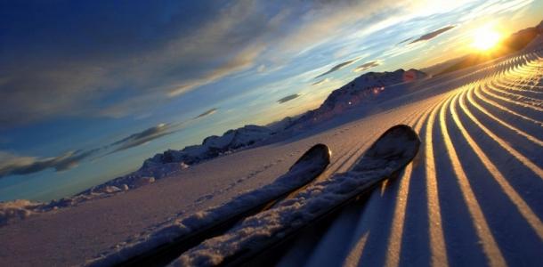 A Madonna di Campiglio la magia dell'alba in quota sugli sci. TrentinoSkiSunrise fa tappa al Rifugio Boch